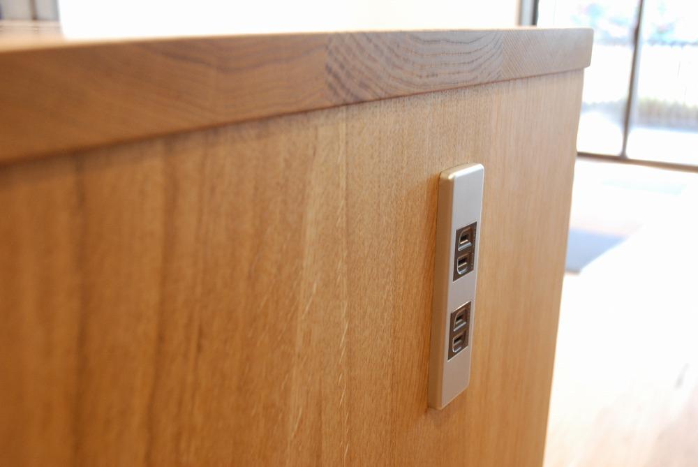 両面に棚がありテーブルと棚の一部の高さを揃えたアイランドキッチンシェルフ 楢無垢材天板 5063イメージ-5