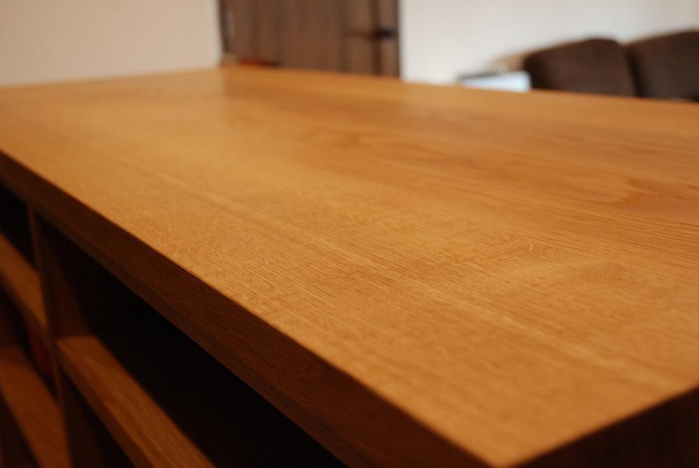 両面に棚がありテーブルと棚の一部の高さを揃えたアイランドキッチンシェルフ 楢無垢材天板 5063イメージ-8