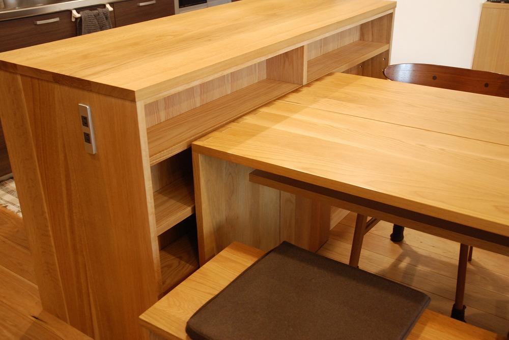両面に棚がありテーブルと棚の一部の高さを揃えたアイランドキッチンシェルフ 楢無垢材天板 5063イメージ-3