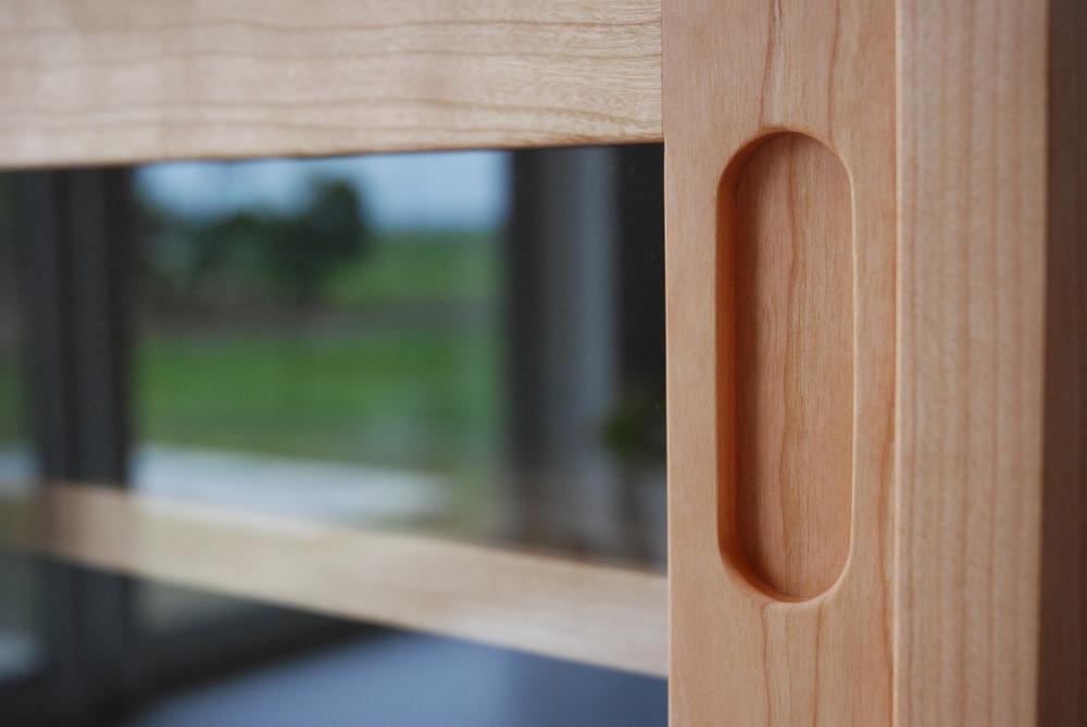 ガラスと無垢板の引き違い戸と引出しの電話台キャビネット no.5066イメージ-6