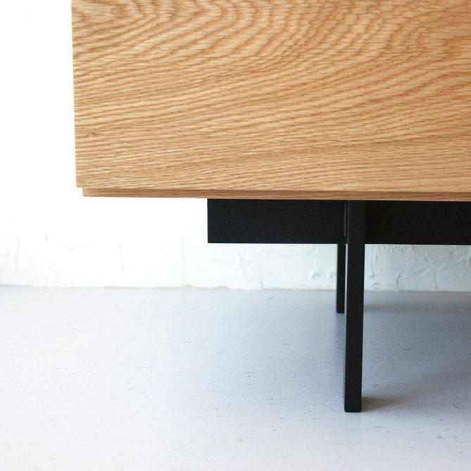 黒いアイアンのフラットバー脚のテレビボード 5067