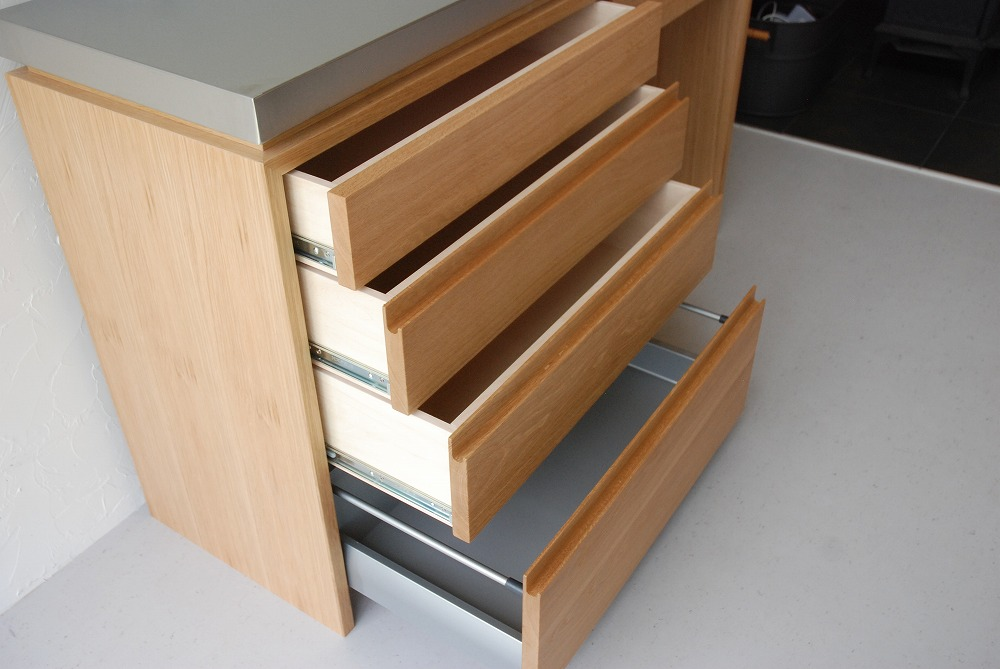 背板にコンセント穴のあるバイブレーションサンダーステンレスの食器棚 5069イメージ-3