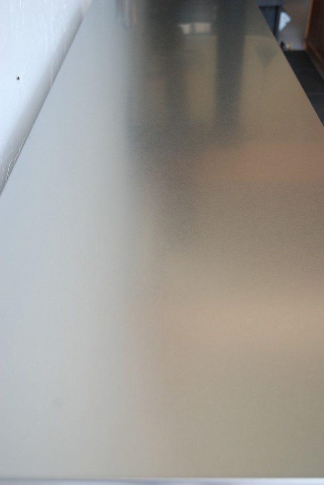 背板にコンセント穴のあるバイブレーションサンダーステンレスの食器棚 5069イメージ-4