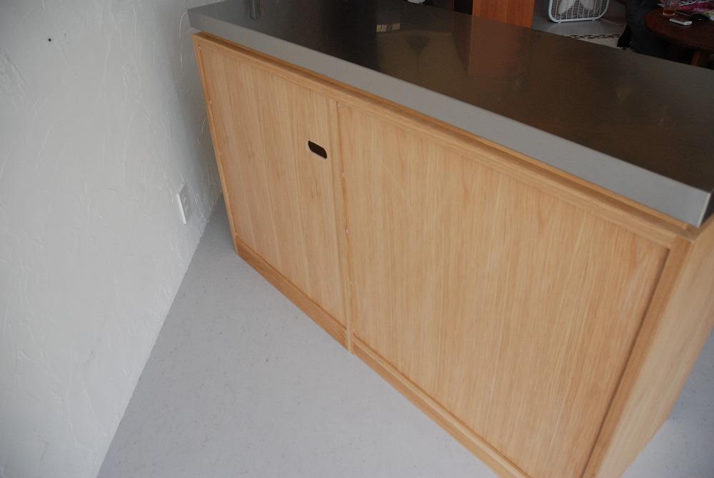 背板にコンセント穴のあるバイブレーションサンダーステンレスの食器棚 5069イメージ-7