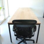 分割できる無垢の木とアイアン脚の丈夫なミーティングテーブル  3040