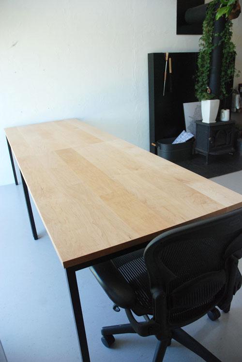 分割できる無垢の木とアイアン脚の丈夫なミーティングテーブル  3040イメージ-3