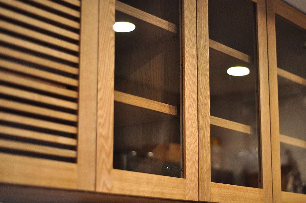 背の高いカップボード ガラスと格子ルーバーの扉 ステンレスオープン棚もつけて 5073イメージ-3