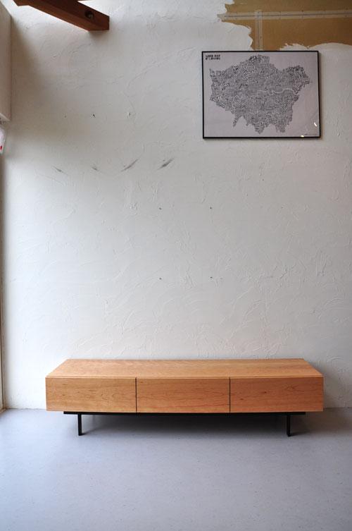 細いアイアン脚のテレビボード ブラックチェリー無垢 5075イメージ-1