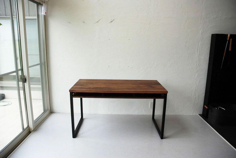 天板の下に棚のあるウォールナットのテーブル 3041イメージ-7