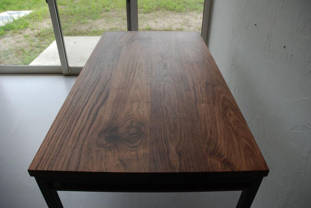 天板の下に棚のあるウォールナットのテーブル 3041イメージ-3