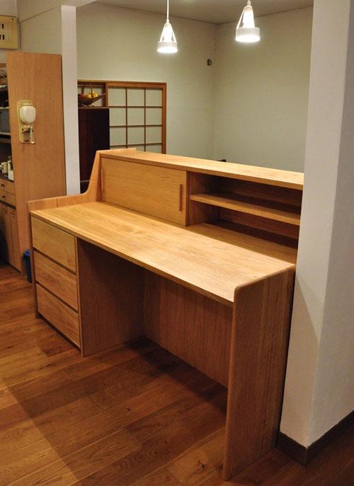ダイニングとキッチンの間の壁にもなる、両面から取り出せるアイランド型の食器棚 5078イメージ-2