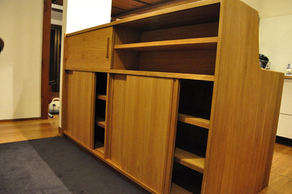 ダイニングとキッチンの間の壁にもなる、両面から取り出せるアイランド型の食器棚 5078イメージ-11