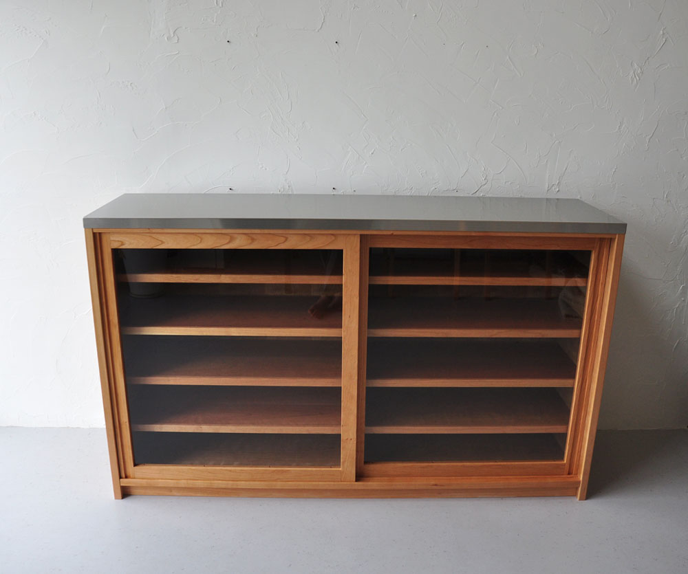 ガラス戸棚のオーダー 真鍮とレンジ台と一緒に 743イメージ-9