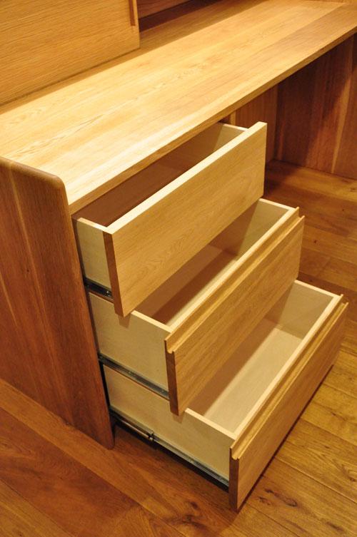 ダイニングとキッチンの間の壁にもなる、両面から取り出せるアイランド型の食器棚 5078イメージ-3