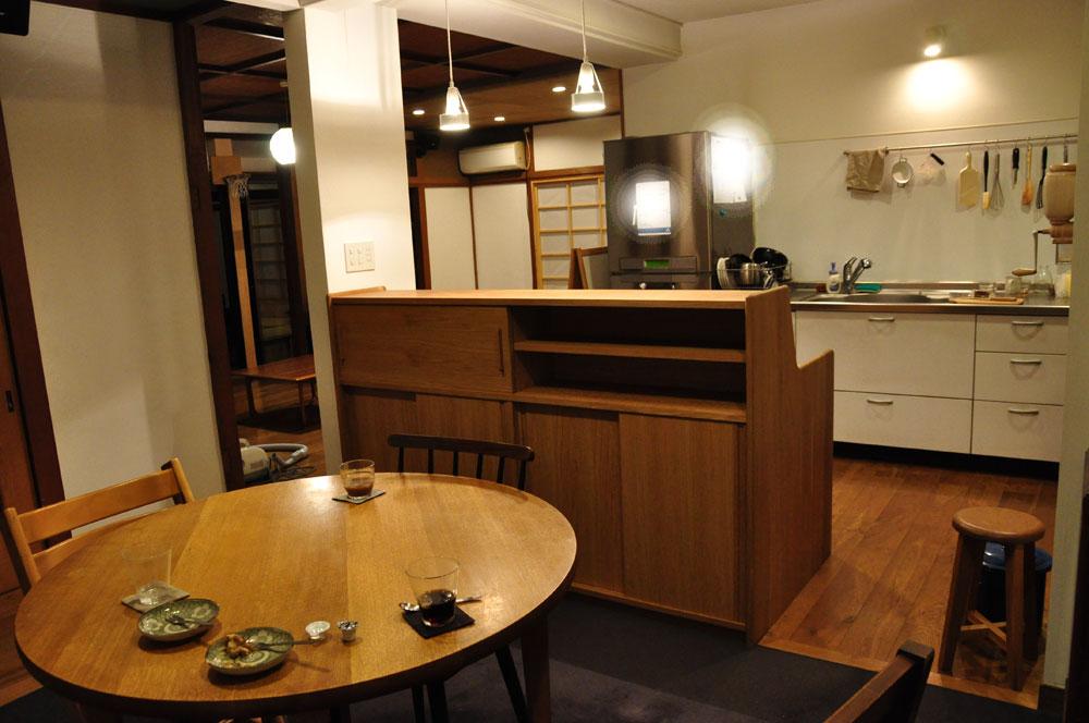 ダイニングとキッチンの間の壁にもなる、両面から取り出せるアイランド型の食器棚 5078イメージ-10
