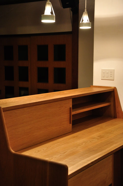 ダイニングとキッチンの間の壁にもなる、両面から取り出せるアイランド型の食器棚 5078イメージ-9