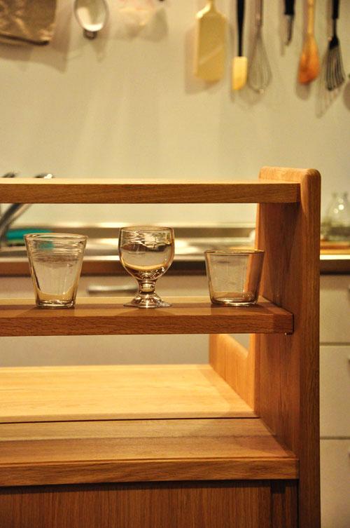 ダイニングとキッチンの間の壁にもなる、両面から取り出せるアイランド型の食器棚 5078イメージ-5