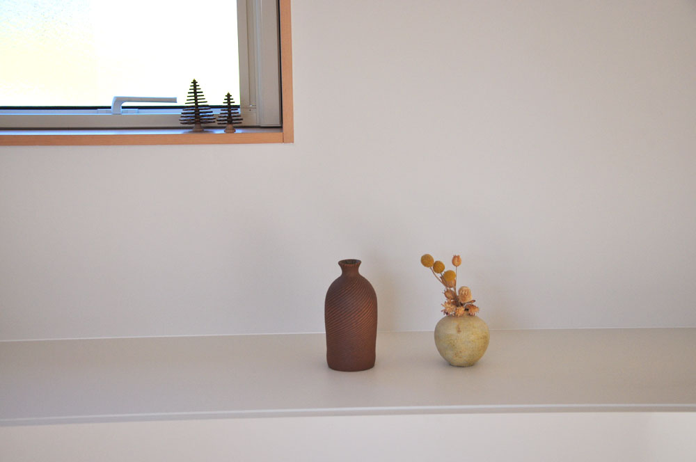 木と白の壁との相性もいいステンレス天板とオークのキッチンボード 5081イメージ-8