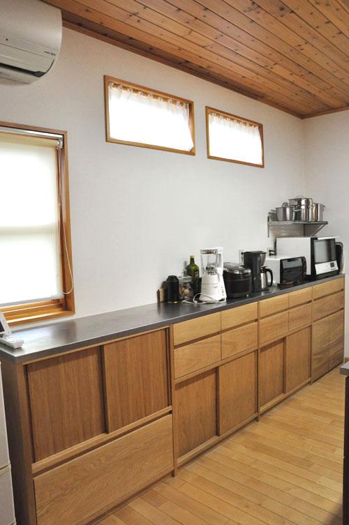 引き戸と引出しの3.5メートルあるオーク材のキッチン背面収納 5083イメージ-2