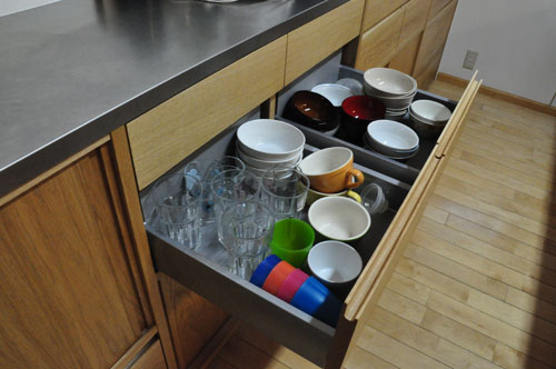 引き戸と引出しの3.5メートルあるオーク材のキッチン背面収納 5083イメージ-9