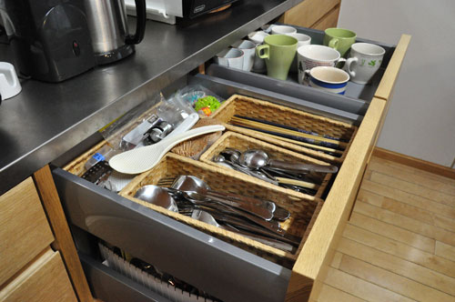 引き戸と引出しの3.5メートルあるオーク材のキッチン背面収納 5083イメージ-7
