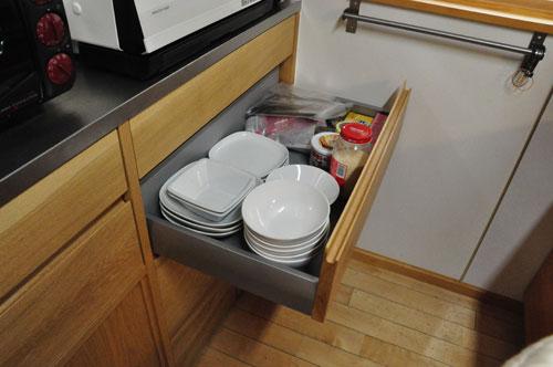 引き戸と引出しの3.5メートルあるオーク材のキッチン背面収納 5083イメージ-5