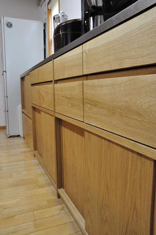 引き戸と引出しの3.5メートルあるオーク材のキッチン背面収納 5083イメージ-8