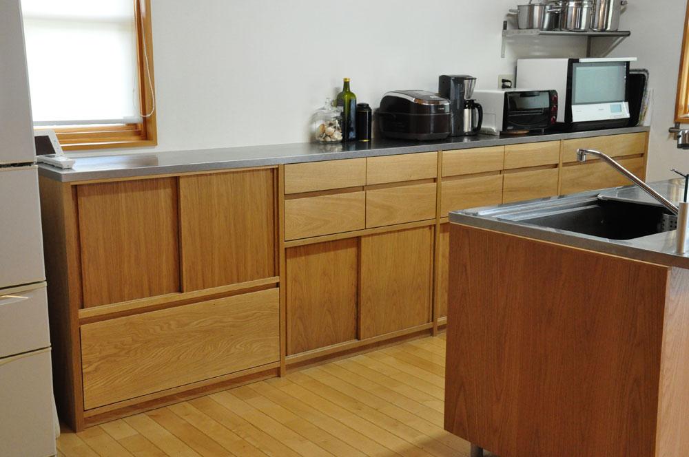 引き戸と引出しの3.5メートルあるオーク材のキッチン背面収納 5083