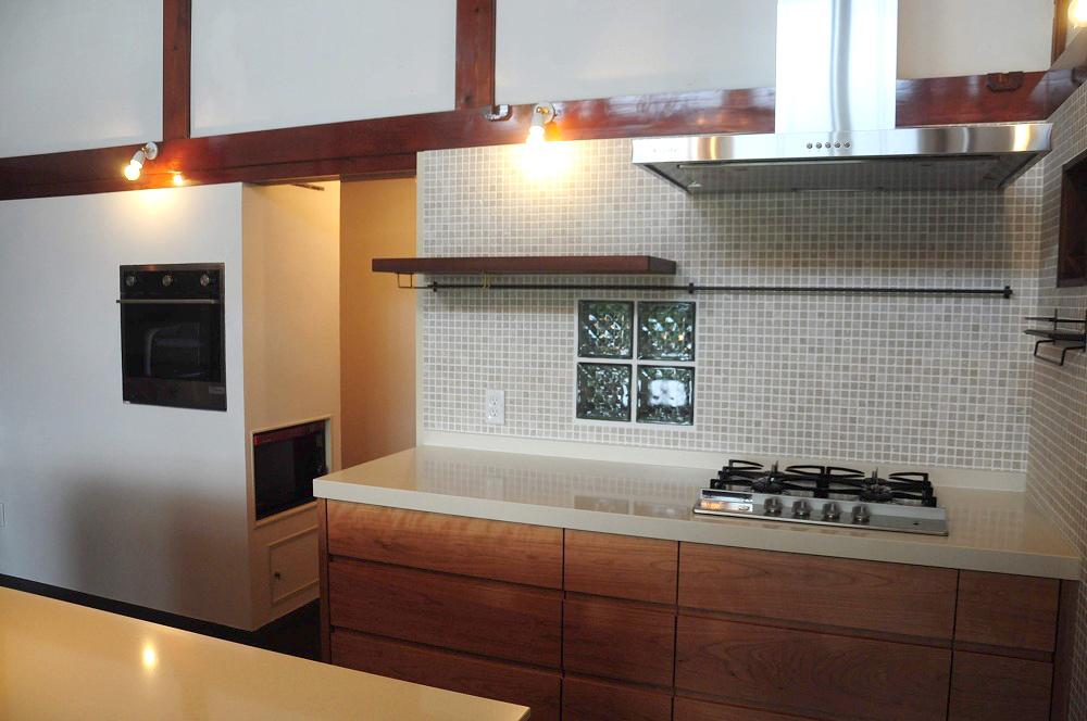 クォーツストーン天板の2型キッチン シンクとコンロをセパレート 5088イメージ-12