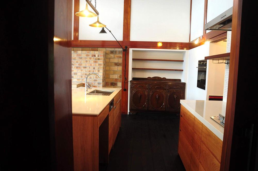 クォーツストーン天板の2型キッチン シンクとコンロをセパレート 5088イメージ-1