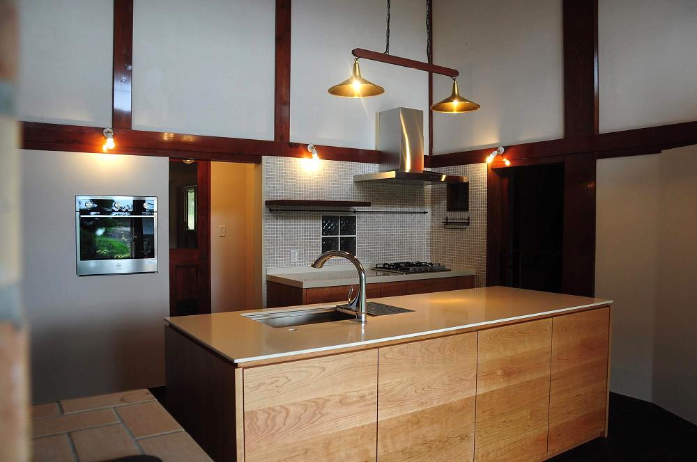 クォーツストーン天板の2型キッチン シンクとコンロをセパレート 5088イメージ-2