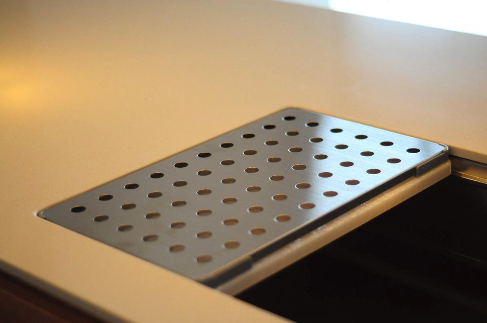 クォーツストーン天板の2型キッチン シンクとコンロをセパレート 5088イメージ-8