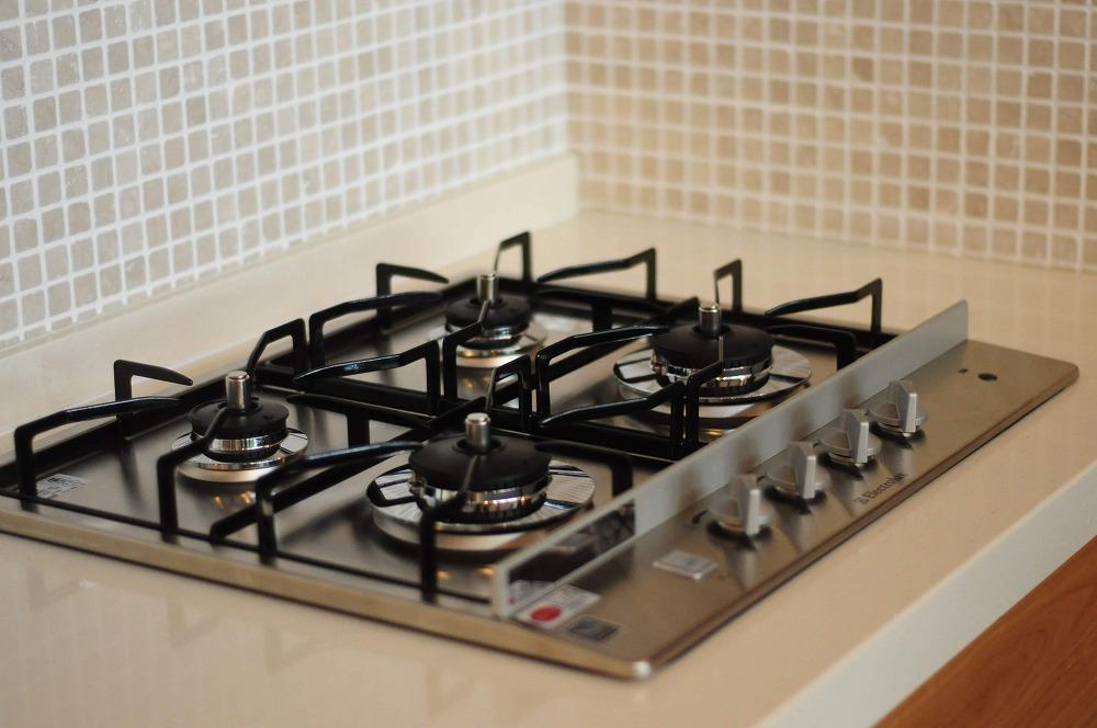 クォーツストーン天板の2型キッチン シンクとコンロをセパレート 5088イメージ-18