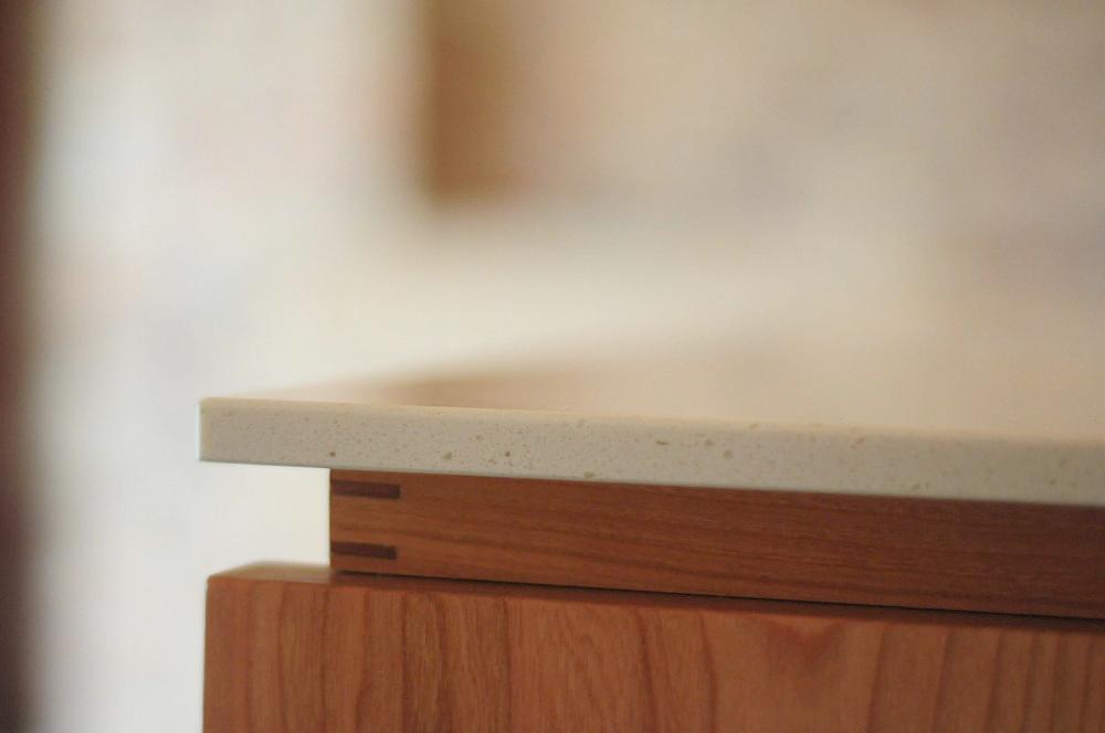 クォーツストーン天板の2型キッチン シンクとコンロをセパレート 5088イメージ-3