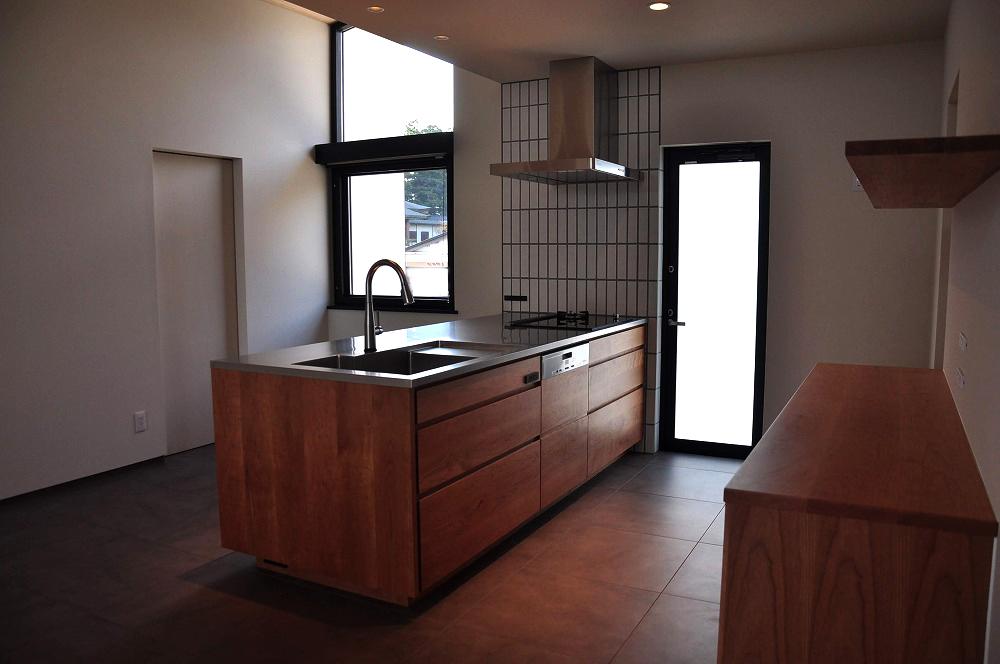 IHとガス併用のハイブリッドコンロのあるフロートタイプのキッチン 5089イメージ-2