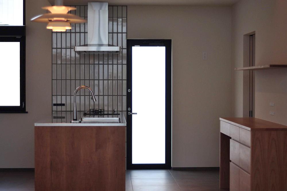 IHとガス併用のハイブリッドコンロのあるフロートタイプのキッチン 5089イメージ-1
