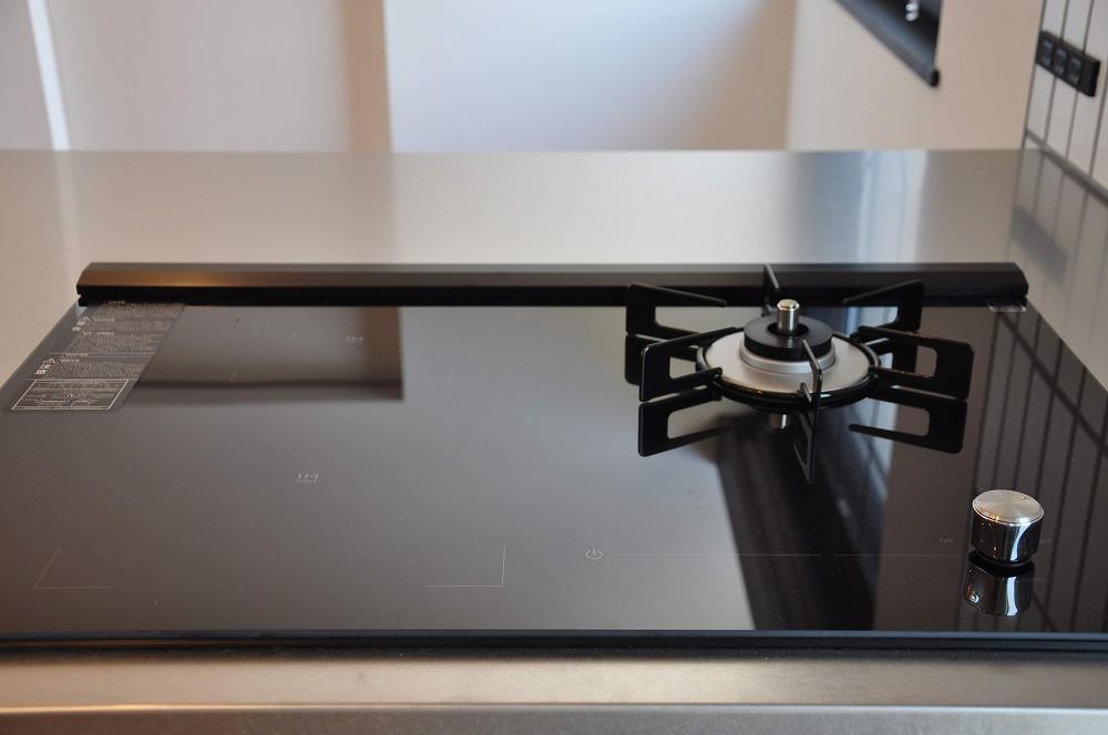 IHとガス併用のハイブリッドコンロのあるフロートタイプのキッチン 5089イメージ-4