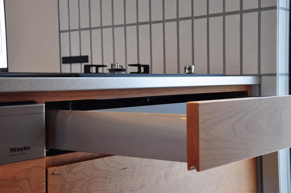 IHとガス併用のハイブリッドコンロのあるフロートタイプのキッチン 5089イメージ-5