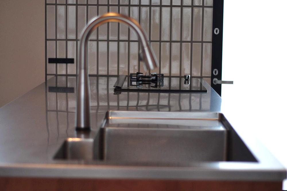 IHとガス併用のハイブリッドコンロのあるフロートタイプのキッチン 5089イメージ-11