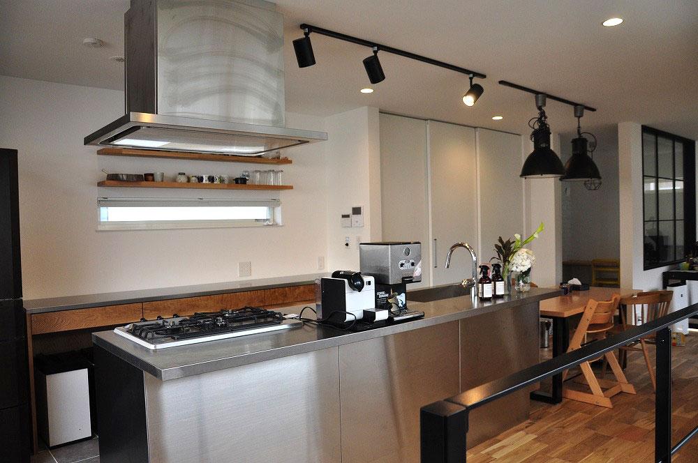 2.7mのキッチンカウンター オールステンレスキッチンと合わせたM様 5090イメージ-2
