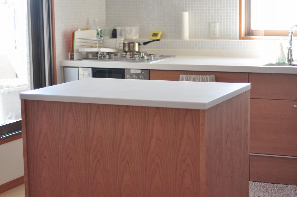 白い人造大理石天板のアイランドカウンター ダストボックスワゴンつき 5094イメージ-6