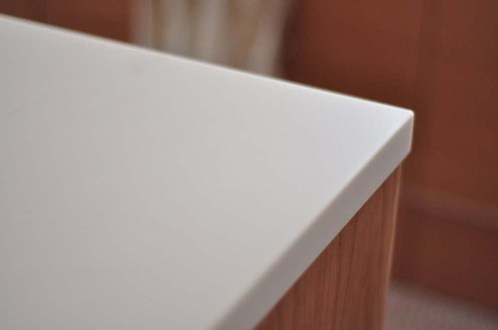 白い人造大理石天板のアイランドカウンター ダストボックスワゴンつき 5094イメージ-4