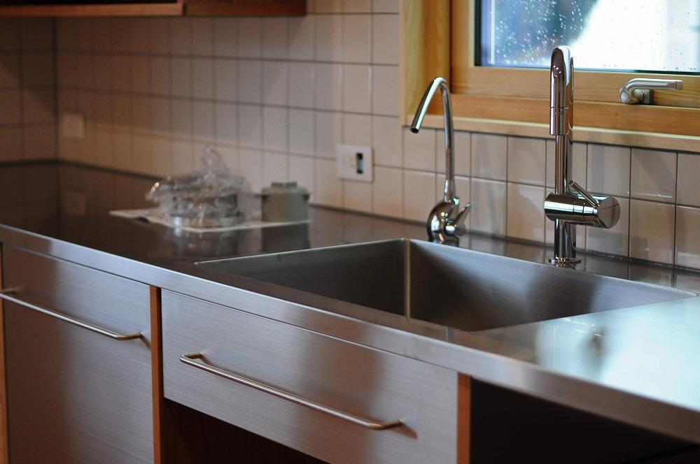 4m以上ある長いステンレスシンク一体天板とアスコ食洗機のあるキッチン 5096イメージ-8