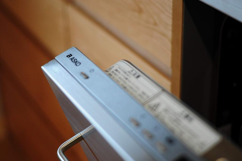4m以上ある長いステンレスシンク一体天板とアスコ食洗機のあるキッチン 5096イメージ-4
