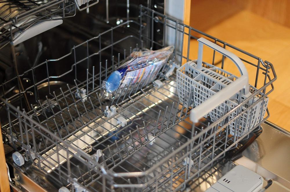 4m以上ある長いステンレスシンク一体天板とアスコ食洗機のあるキッチン 5096イメージ-6