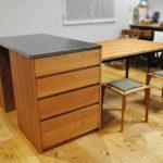 3方向から収納できるアイランドカウンター食器棚とダイニングテーブルとスツール 5099