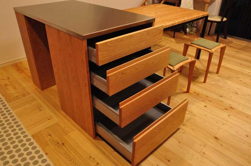 3方向から収納できるアイランドカウンター食器棚とダイニングテーブルとスツール 5099イメージ-2