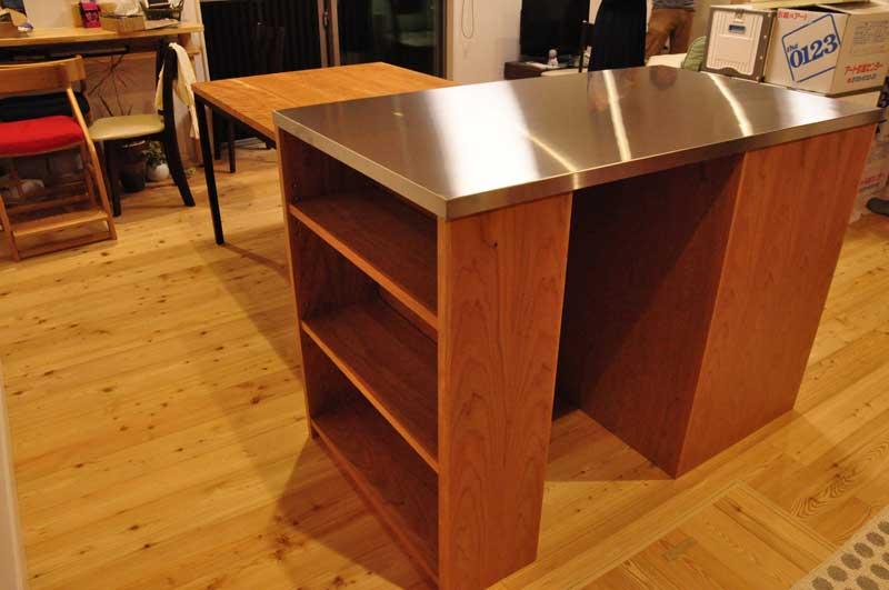 3方向から収納できるアイランドカウンター食器棚とダイニングテーブルとスツール 5099イメージ-5