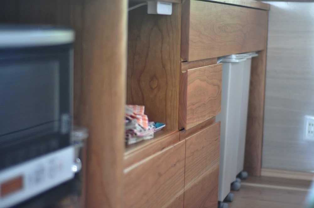 キッチンと同じW2550の作業台兼カウンター収納を無垢材天板で 5100イメージ-7