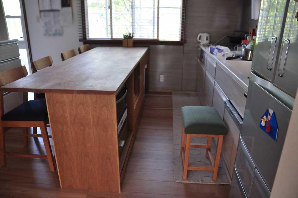 キッチンと同じW2550の作業台兼カウンター収納を無垢材天板で 5100イメージ-5
